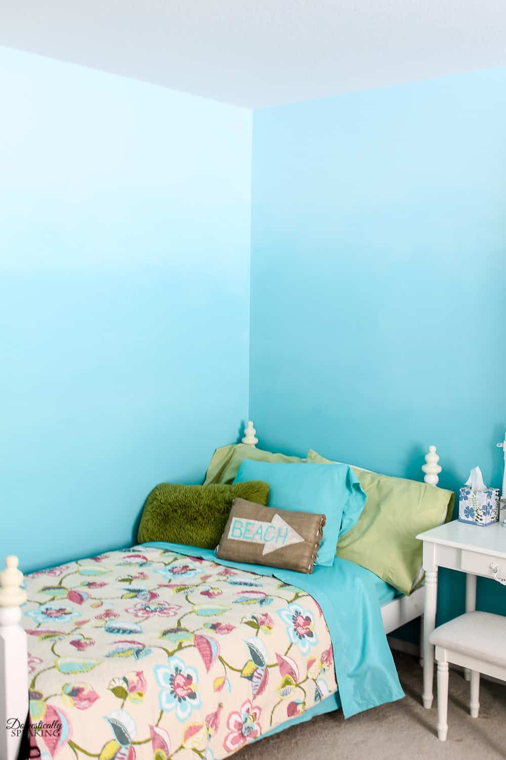 Beautiful beachy DIY ombre bedroom walls.
