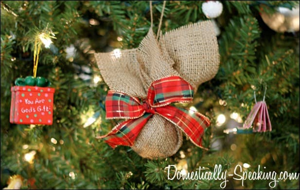 burlap plaid ornament 3
