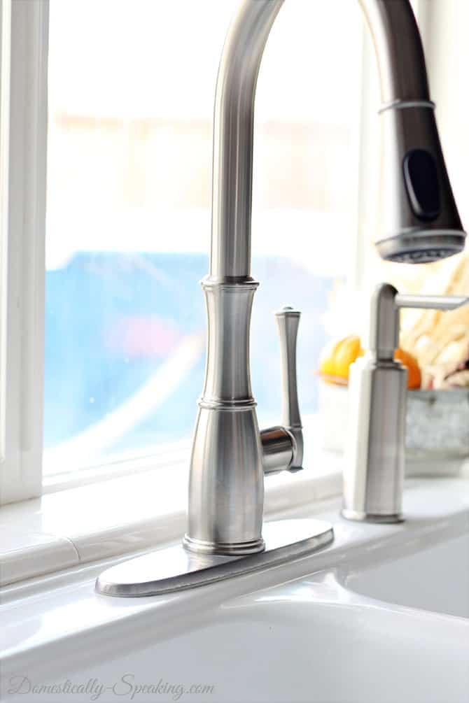 Beautiful new faucet with no more hard water stains - easy way to remove hard water stains