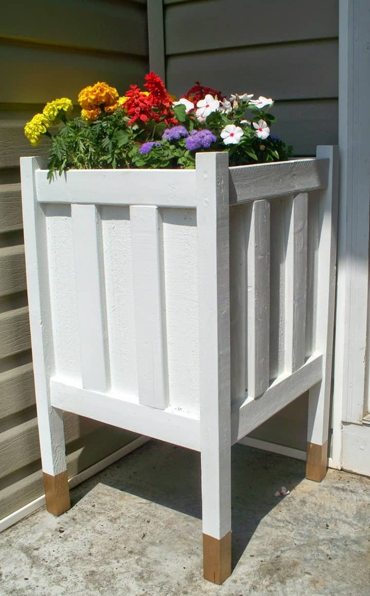 DIY Porch Planter with Dipped Legs from Home Heart and Hands