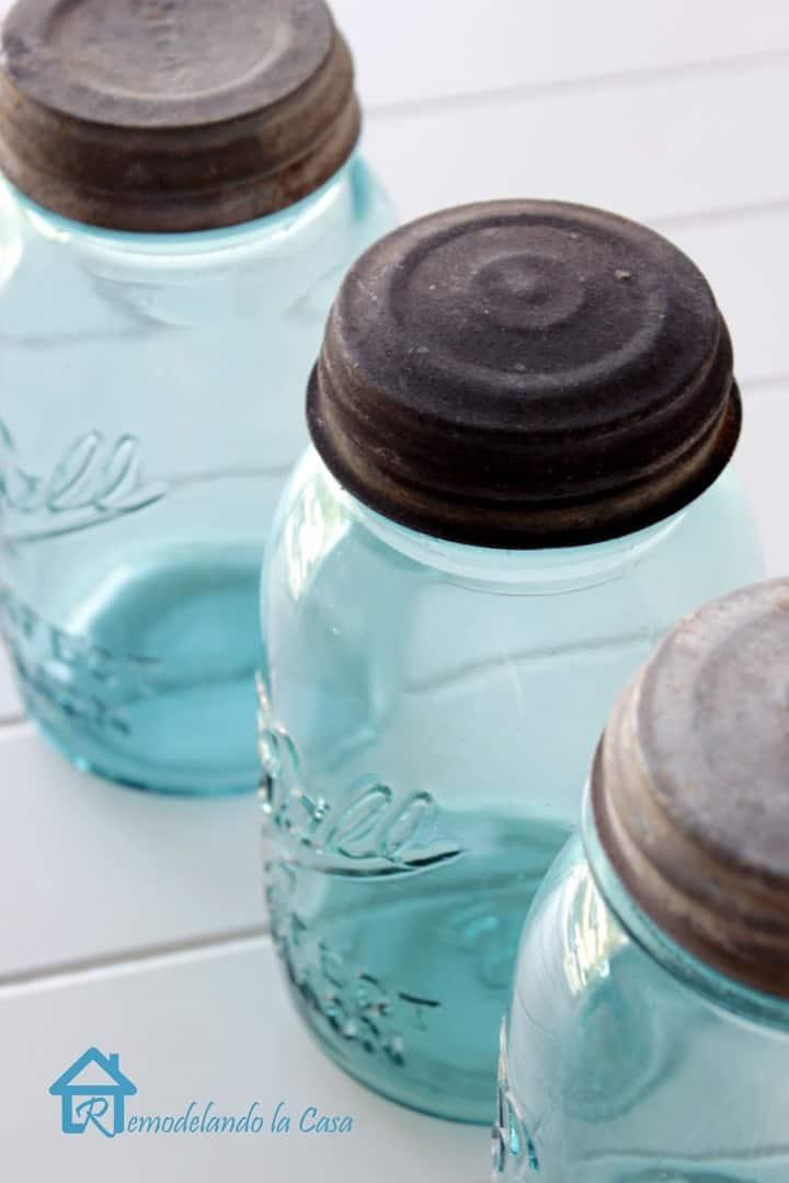 Vintage Blue Mason Jars from Remodelando la Casa