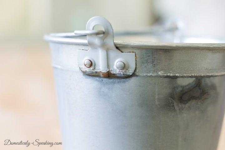 Does Vinegar Age Metal / Stainless Steel