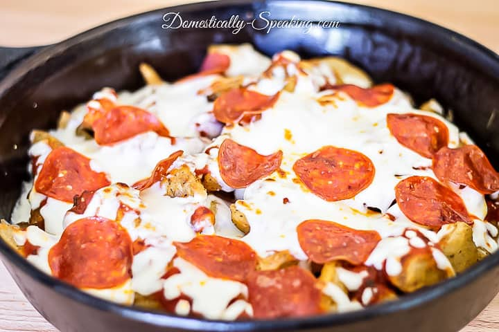 Pizza Fries - great appetizer for football season! Who doesn't love fries loaded up with marinara sauce, cheese and your favorite pizza toppings!