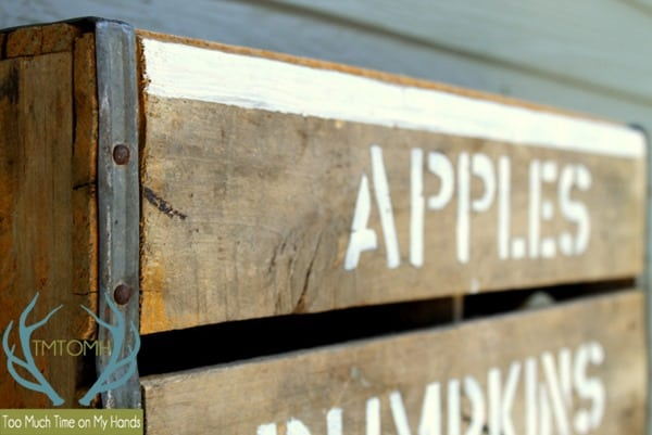 Easy-DIY-Fall-Crate-Sign-from-TMTOMH-Too-Much-Time-on-My-Hands
