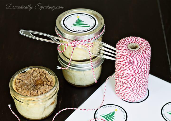 Mason Jar Cinnamon Crumble Apple Pies