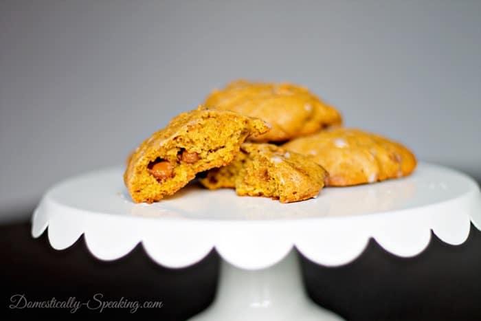 Pumpkin-Caramel-Cookies-3_thumb.jpg