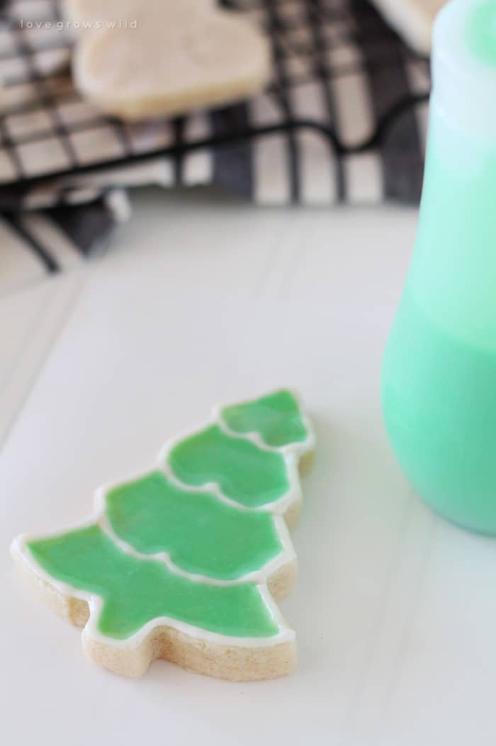 2-Step-Iced-Sugar-Cookies from Love Grows Wild