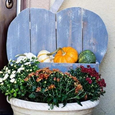 DIY Rustic Pumpkin Stand Tutorial