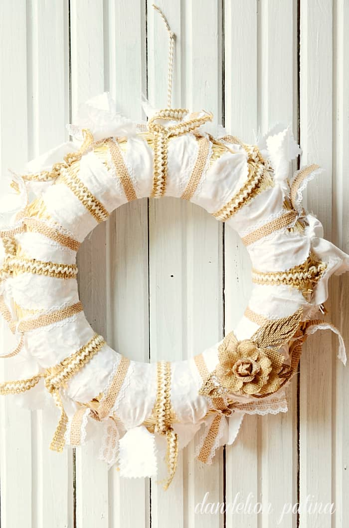 lace-and-burlap-tablecloth-wreath from Dandelion Patina
