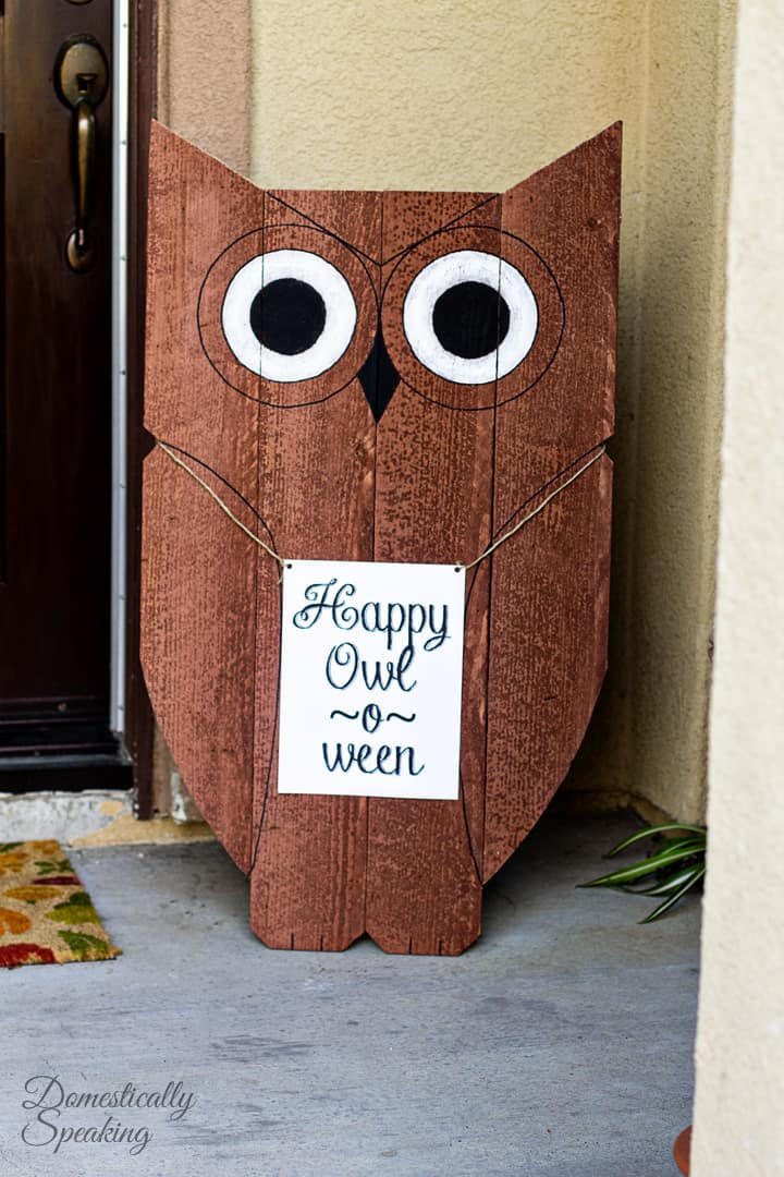 diy wood owl outdoor decor happy owl o ween domestically. Black Bedroom Furniture Sets. Home Design Ideas