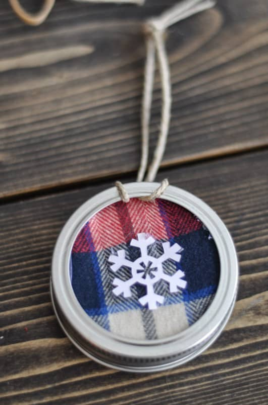 Mason-Jar-Lid-Ornament from Suburble
