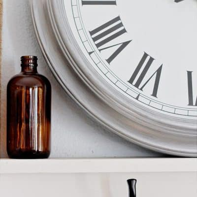 Thrift Store Clock | An Easy Paint DIY