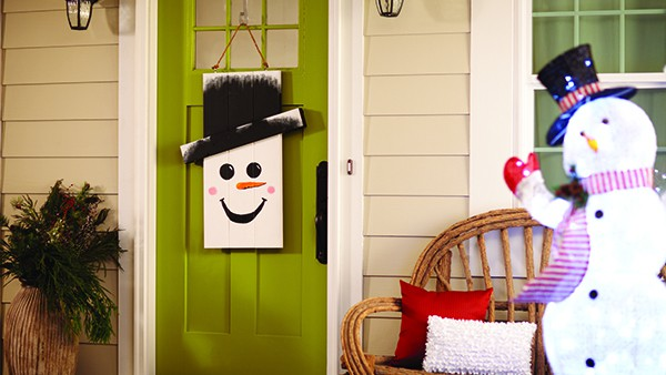 DIH Seasonal Door Hanger Snowman