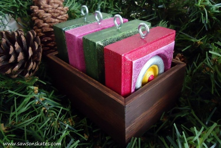 diy-vintage-style-christmas-ornaments-tray