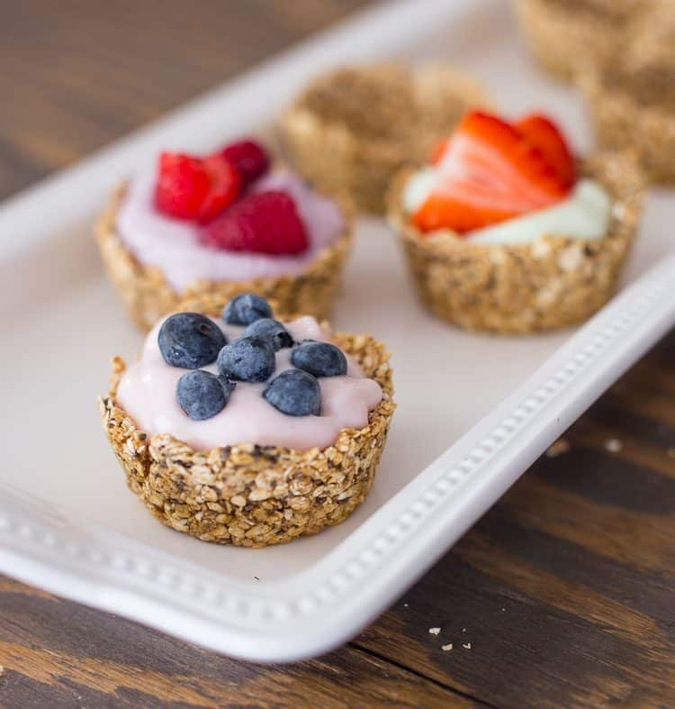 Oatmeal Cups with yogurt and fresh berries
