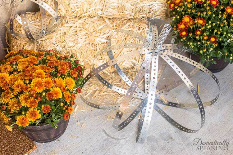 Cutest DIY Industrial Metal Pumpkins perfect for Fall decor | Make your own perfect for your rustic autumn porch
