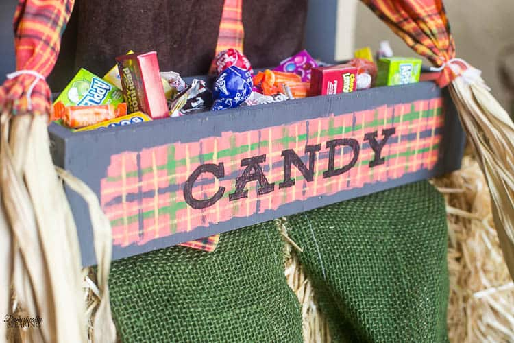 DIY Plaid Scarecrow Candy Holder that's the perfect fall decor for your porch | Halloween decor | Trick or Treat candy holder