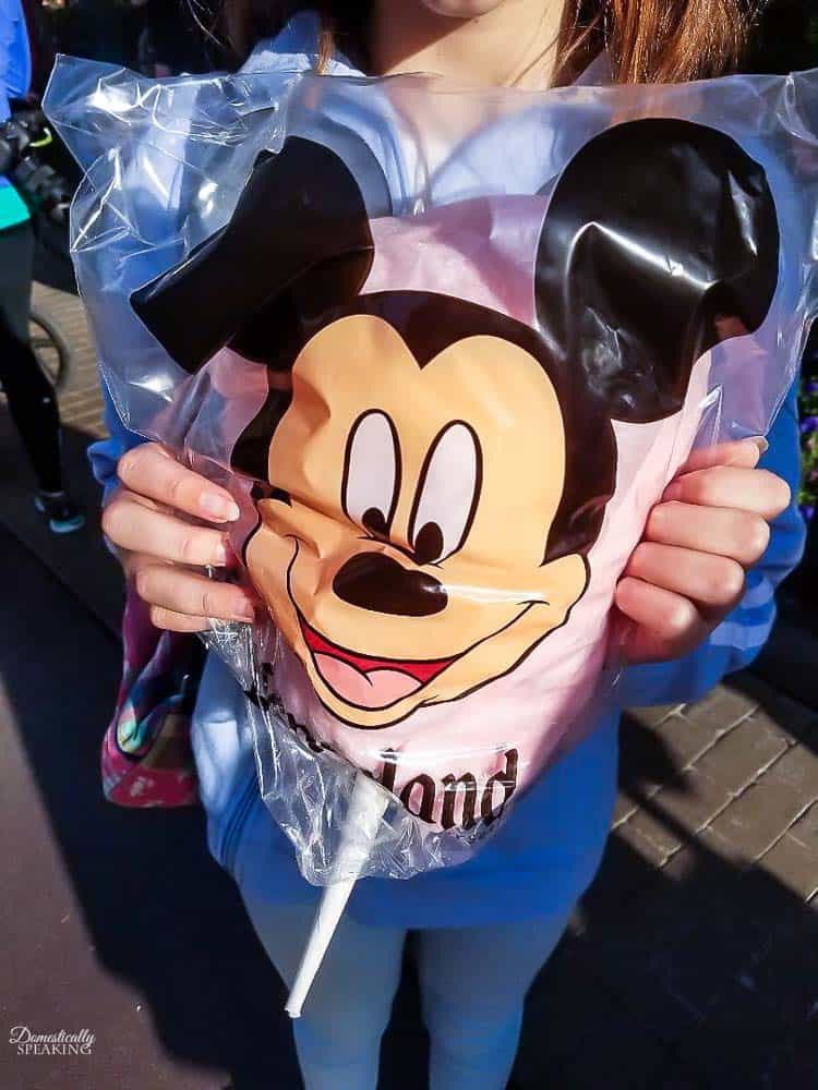 Cotton Candy at Disneyland - Must Try Disney Foods!!!