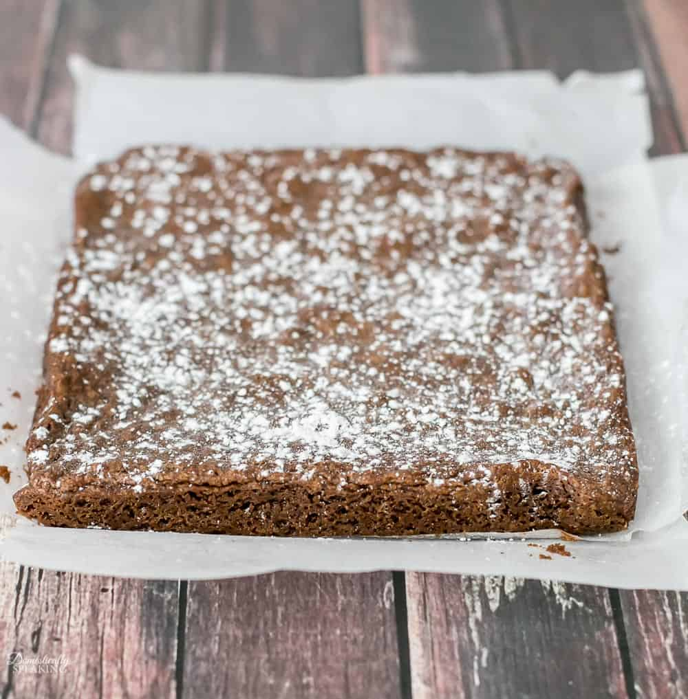 Pudding Brownies with powdered sugar on top