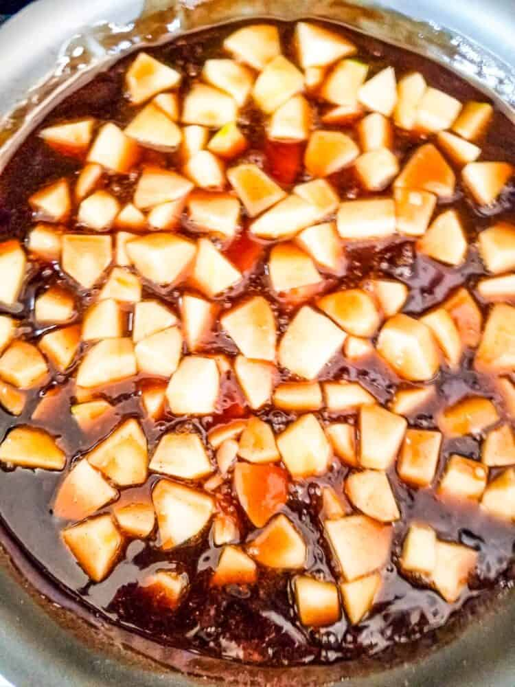 Simmering apple topping